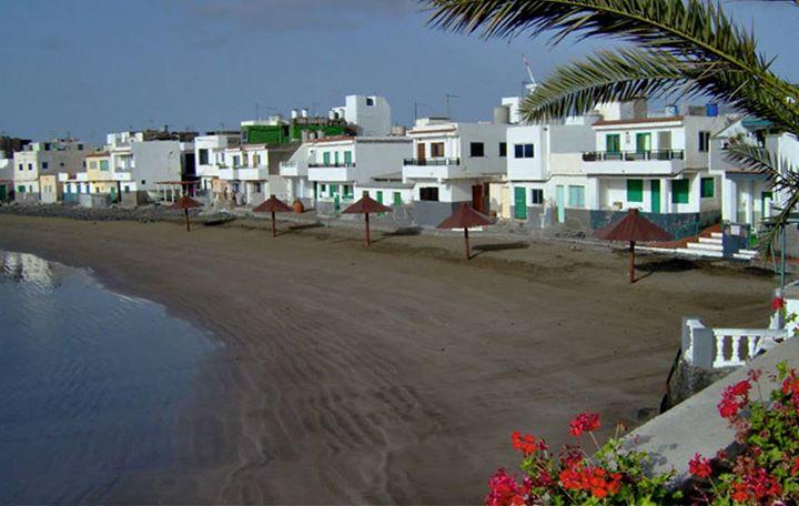 Continuamos recorriendo las #Playas de #Telde . …